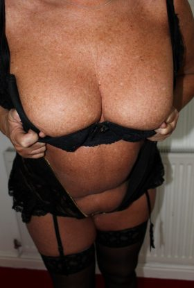 BRITISH MILF CHESTERFIELD